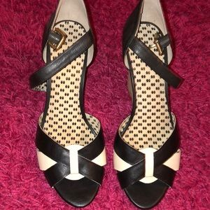 Jessica Simpson black and white wood stacked heel